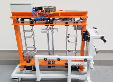 Pneumatikus termékmegfogó automata robotos állomáshoz